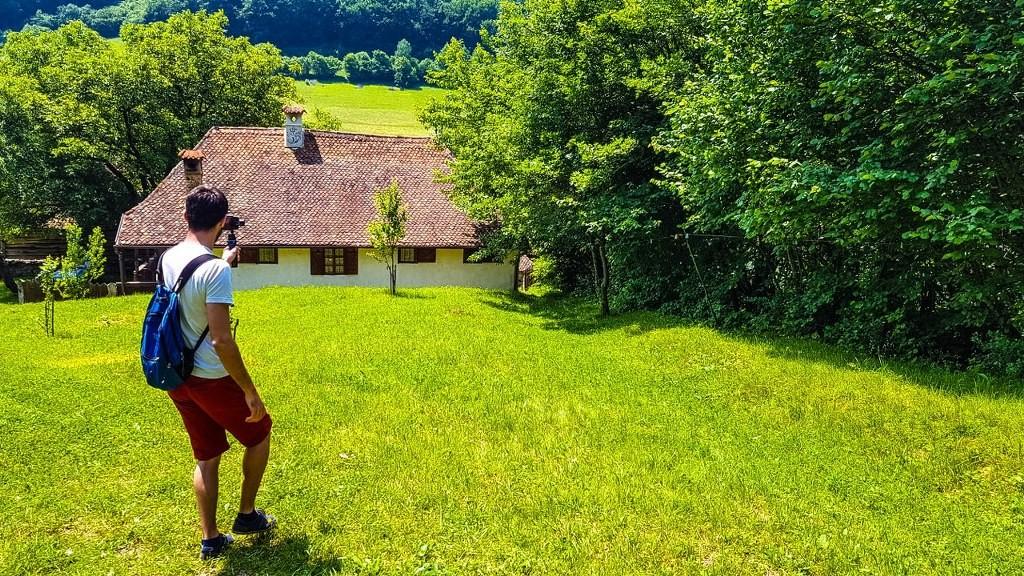 casa-prințului-Charles-Valea-Zălanului  casa-prințului-Charles-Valea-Zălanului-2  casa-prințului-Charles-Valea-Zălanului-3